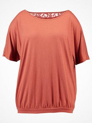 Zizzi Tshirt med tryck copper brown