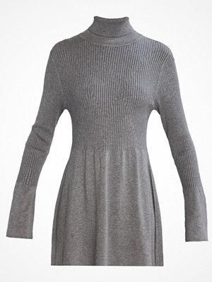 Vero Moda VMNORWALK GLORY SHORT Stickad klänning medium grey melange
