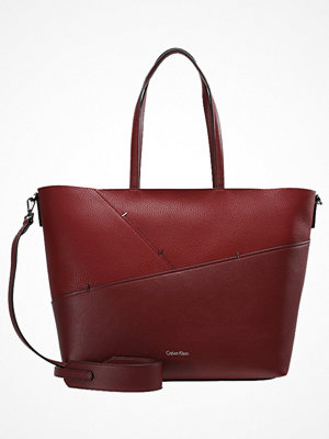 Calvin Klein omönstrad shopper LUNA MEDIUM  Shoppingväska rio red