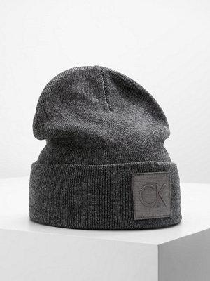 Mössor - Calvin Klein REISSUE BEANIE Mössa steel grey