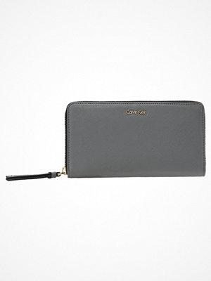 Plånböcker - Calvin Klein M4RISSA LARGE ZIPAROUND Plånbok steel grey