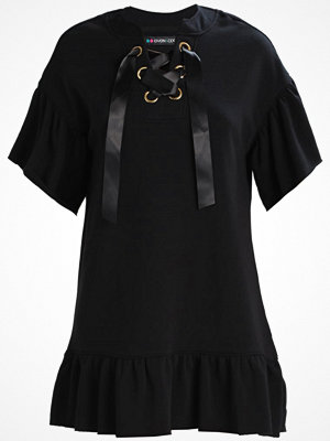 Even&Odd RUFFLE SWEAT DRESS WITH EYELETS Stickad klänning black
