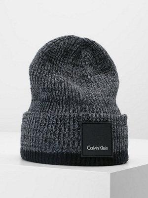 Calvin Klein CALVIN GLITCH BEANIE Mössa black/steel