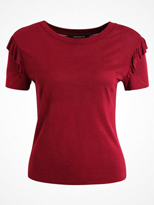one more story Tshirt med tryck beet red