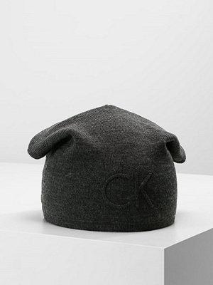 Mössor - Calvin Klein GARRETH HAT Mössa dark shadow