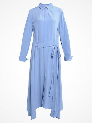 Finery London WANDON MAXI WRAP DRESS Skjortklänning cornflower