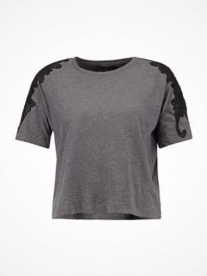 New Look APPLIQUE TRIM Tshirt med tryck dark grey