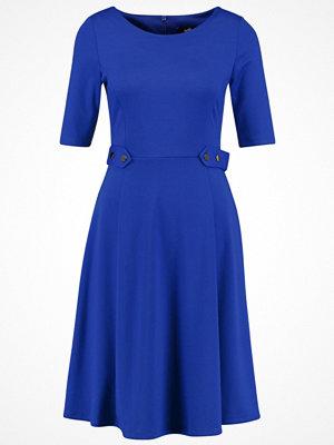 Wallis BUTTON Jerseyklänning cobalt