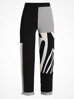 Weekday COSMIC KNIT TROUSER LIMITED EDITION Tygbyxor black/beige jacquard med tryck