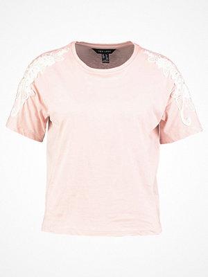 New Look APPLIQUE TRIM Tshirt med tryck light pink