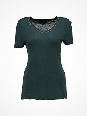 Vero Moda VMSPORTA GLITTER  Tshirt med tryck green gables