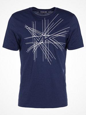T-shirts - Michael Kors EXPLODED LOGO  Tshirt med tryck midnight