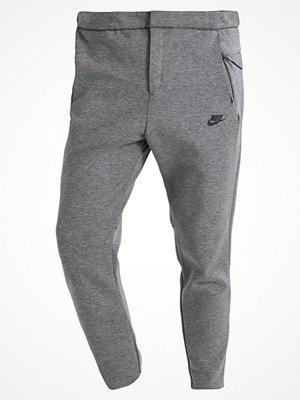 Nike Sportswear TECH Träningsbyxor grau