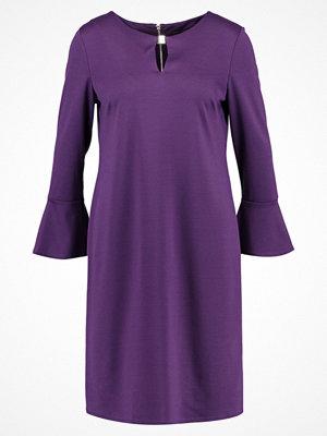 Wallis FLUTE SLEEVE  Fodralklänning purple