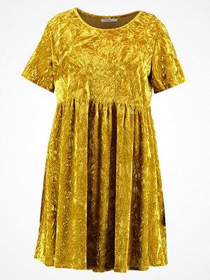 Glamorous Curve Sommarklänning acid yellow velvet