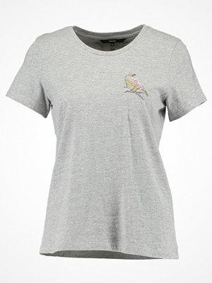 Vero Moda VMCLARA  Tshirt med tryck light grey melange