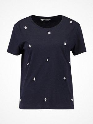 T-shirts - Only ONLDENNY  Tshirt med tryck night sky