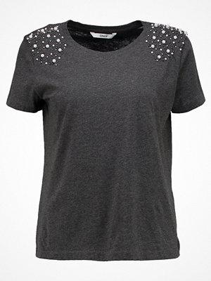 T-shirts - Only ONLDENNY  Tshirt med tryck dark grey melange