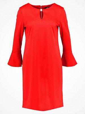 Wallis FLUTE SLEEVE PONTE Jerseyklänning red