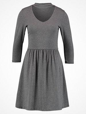 Only ONLNIELLA CHOCKER V NECK Jerseyklänning dark grey melange
