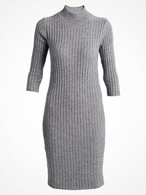 Vero Moda VMAVA SVEA  Fodralklänning medium grey melange