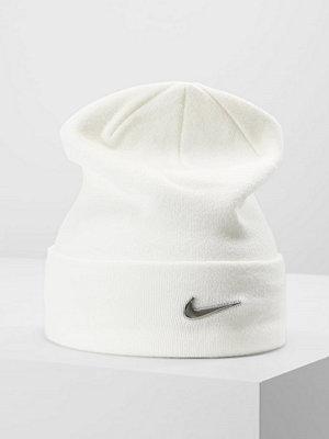 Mössor - Nike Sportswear SWOOSH BEANIE Mössa white/metallic silver
