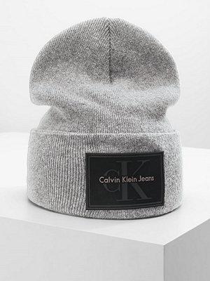 Mössor - Calvin Klein REISSUE BEANIE Mössa light grey heather