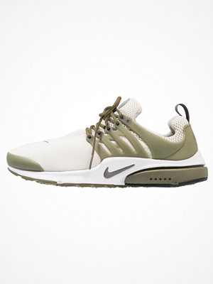Nike Sportswear AIR PRESTO ESSENTIAL Sneakers light bone/dark grey/medium olive/white/black