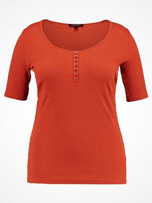 New Look Curves HOOK EYE RIB  Tshirt med tryck rust