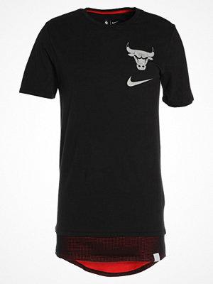 Nike Performance CHICAGO BULLS Tshirt med tryck black/university red