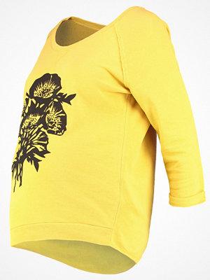 Queen Mum Sweatshirt yellow
