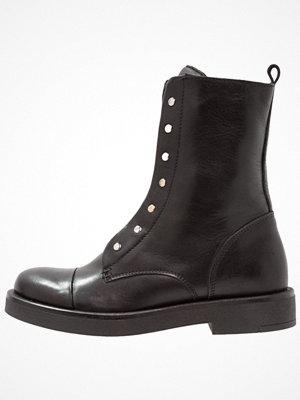 Boots & kängor - Zign Platåstövletter black