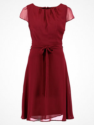 Dorothy Perkins Tall SOFT BELTED  Cocktailklänning mulberry