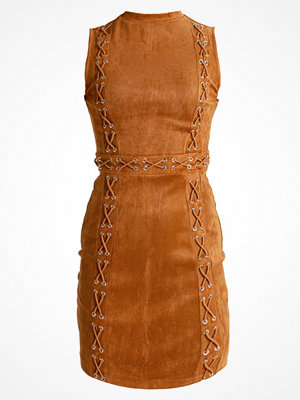 Missguided Petite SLEEVELESS LACE UP DETAIL BODYCON  Sommarklänning camel