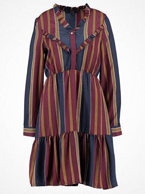 Vero Moda VMMAI FRILL Skjortklänning zinfandel