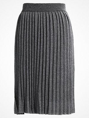 Vero Moda VMDINUBA Veckad kjol black/silver lurex