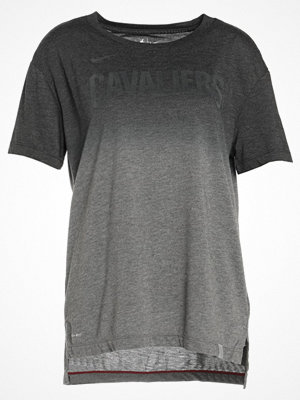 Nike Performance CLEVELAND CAVALIERS Tshirt med tryck charcoal heathr/black/team red