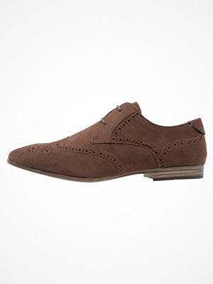 Vardagsskor & finskor - New Look BROGUE Eleganta snörskor dark brown