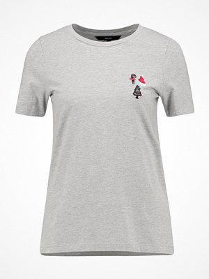 Vero Moda VMSABBIR  Tshirt med tryck light grey melange