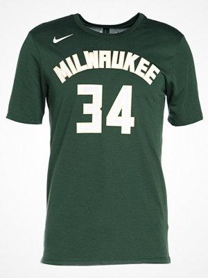Sportkläder - Nike Performance MILWAUKEE BUCKS Tshirt med tryck fir/antetokounmpo green