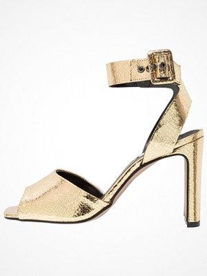 Sandaler & sandaletter - Topshop ROUX PATENT SANDA Sandaletter gold