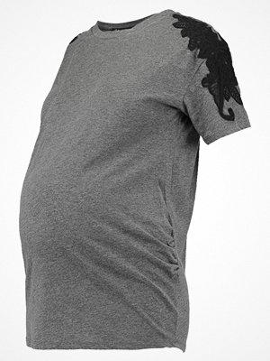New Look Maternity Tshirt med tryck dark grey