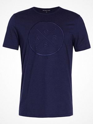 T-shirts - Michael Kors Tshirt med tryck midnight