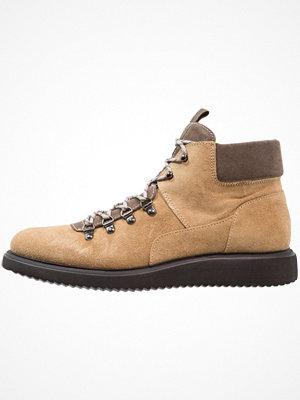 Boots & kängor - H by Hudson STANGE  Snörstövletter sand