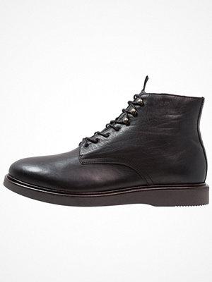 Boots & kängor - H by Hudson ALDFORD Snörstövletter black