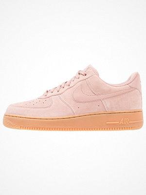 Nike Sportswear AIR FORCE 1 07 LV8 SUEDE Sneakers particle pink/medium brown/ivory