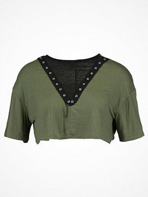 Missguided Petite Tshirt med tryck khaki