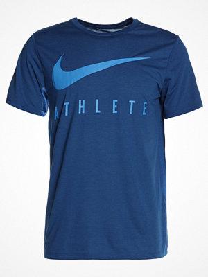 Sportkläder - Nike Performance DRY ATHLETE Tshirt med tryck blue/light blue