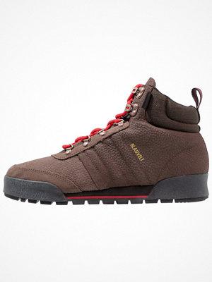 Boots & kängor - Adidas Originals JAKE BOOT 2.0 Snörstövletter brown/scarlet/core black