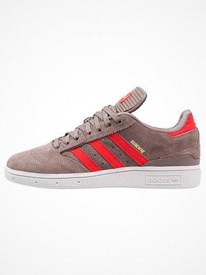 Adidas Originals BUSENITZ Sneakers tech earth/red/gold metallic